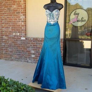 Milano Formals Gown Size 8